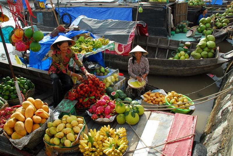 Phiên chợ nổi trái cây ở miền Tây Việt Nam